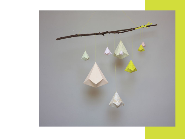 Charles Ray and Coco - Sophie Morille - mobile - origami - jaune