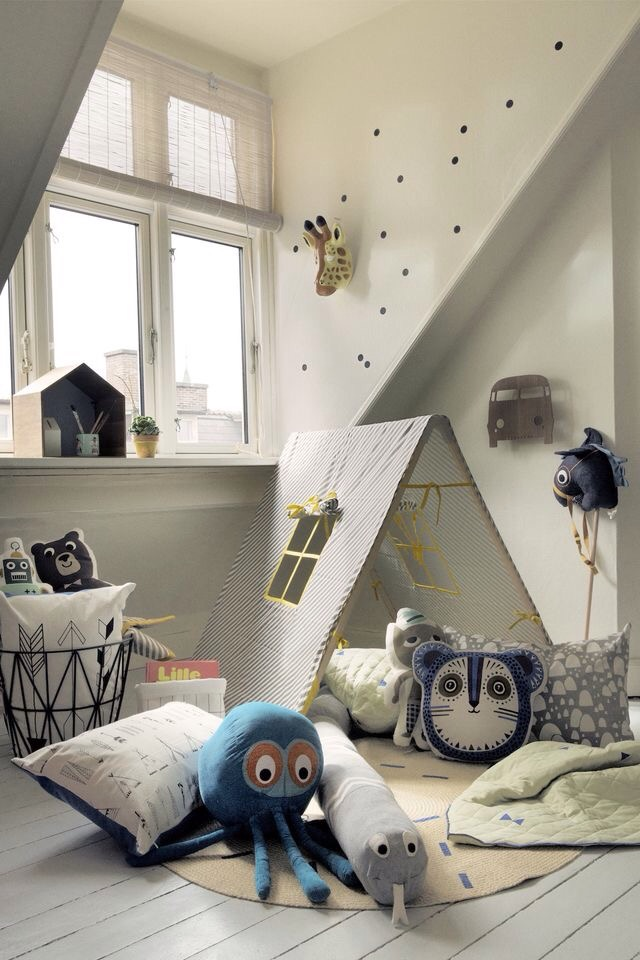 Charles Ray and Coco - Tipi bedroom kids