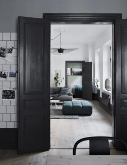 charlesrayandcoco-residencemagazine-arkitektparets-lagenhet-foto-kristofer-johnsson4-700x905