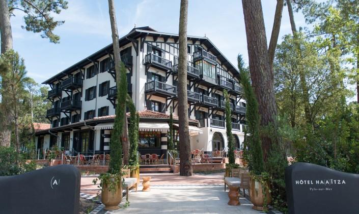 charles-ray-and-coco-blog-decoration-hotel-haaitza-facade-_nicolas_anetson-arcachon-pyla.arcachon-philippe starck