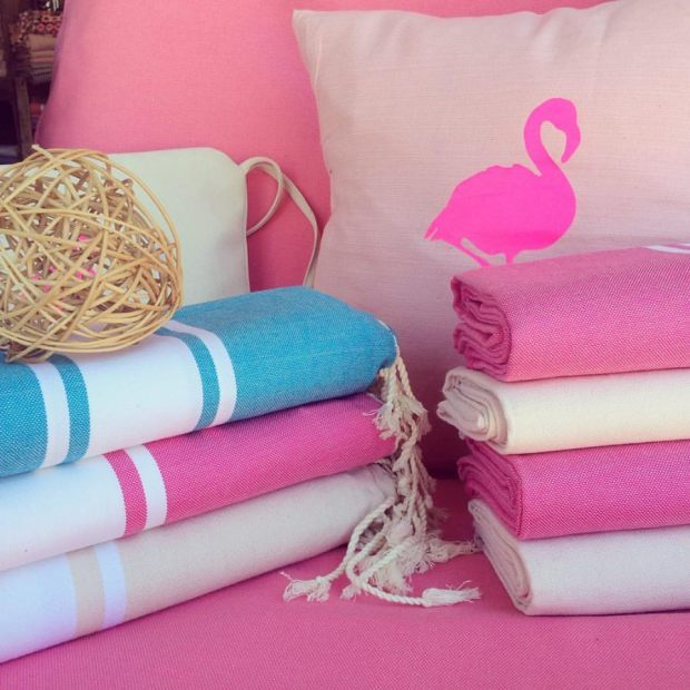 Charles Ray and Coco - blog decoration et design -fouta - by lena K - flamingo