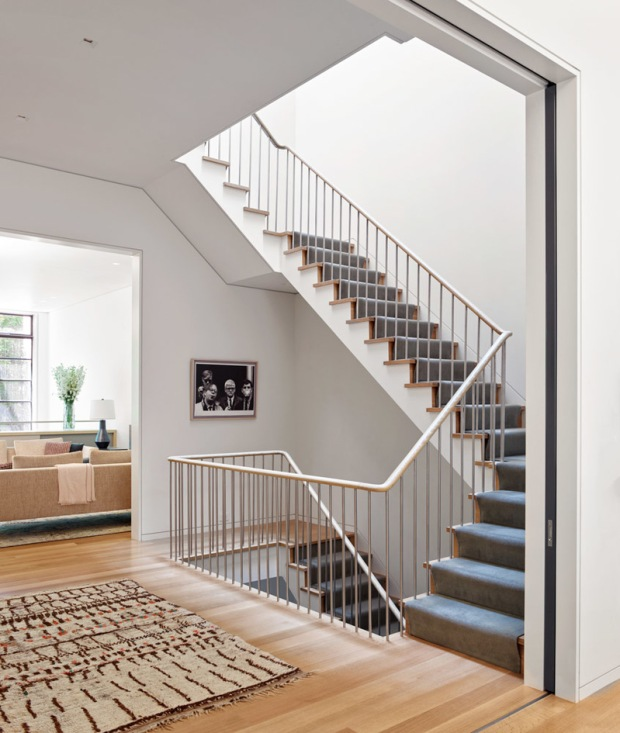 american-house-stairs-palier-stevenharris-charles-ray-and-coco-blog-decoration-design-bordeaux