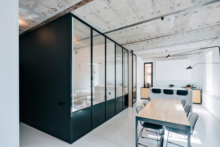 charles ray and coco - blog deco et design - actualite de la decoration et du design - visite - apartment-on-leningradsky20-768x512