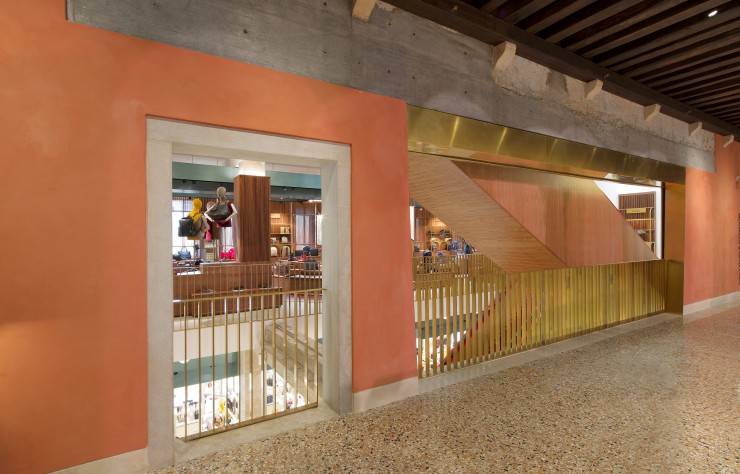 Fondaco dei Tedeschi - architecture - terrazzo et laiton